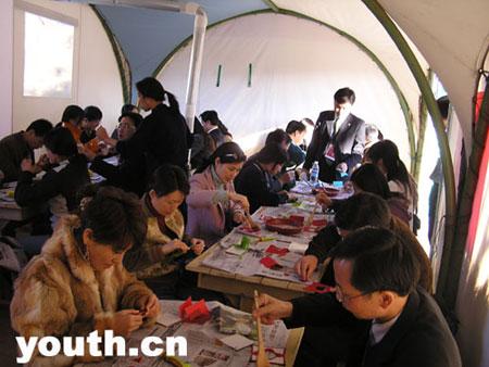 中国青年代表团第六分团参观大长今村(组图)