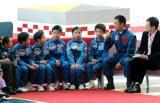 图文:聂海胜在与香港小朋友进行交流