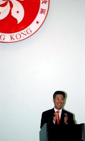 图文:神六代表团团长胡世祥在欢迎宴会上致辞