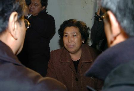 图文:悲伤的遇难者家属表示配合善后工作