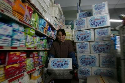 图文:留守松花江-超市里储备大量矿泉水
