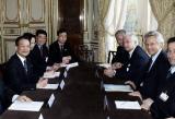 图文:温家宝与法国总理德维尔潘举行会谈
