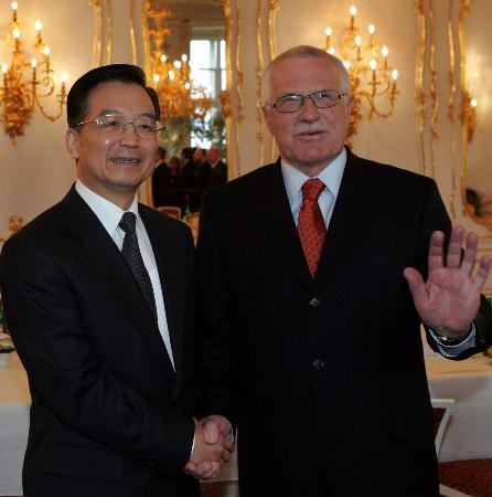 图文:温家宝会见捷克总统克劳斯