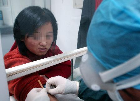 组图:辽宁禽流感患者痊愈出院后首次复查
