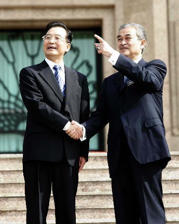 图文:温家宝与马来西亚总理巴达维会谈