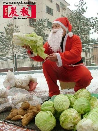 组图:搞笑版圣诞老人来到人间(3)