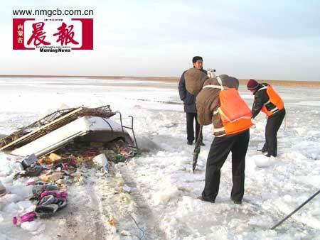 内蒙古客车坠入黄河遇难者增至28人(组图)