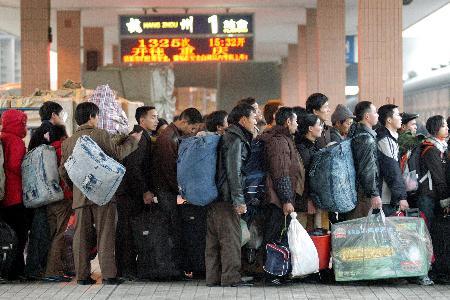 图文:杭州初现民工返乡高潮