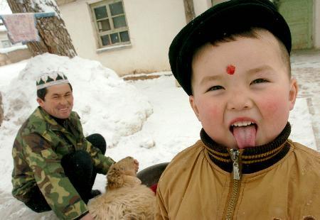 图文:新疆灾民喜过古尔邦节(5)