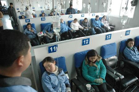 组图:苏州发生食物中毒事件80多人入院治疗