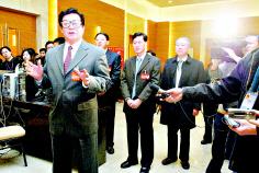 图文:北京市人大常委会主任于均波慰问记者