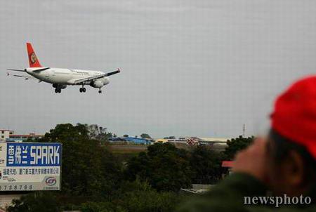 组图:台湾复兴航空春节包机抵达厦门