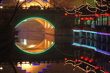 图文:扬州除夕之日灯火辉煌