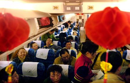 组图:春节黄金周全国290万人次坐飞机