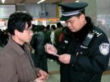 图文:贵阳铁路警方严厉打击票贩子