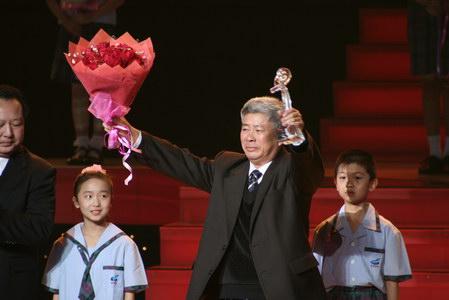 组图:感动中国获奖者陈健