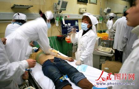 组图:浙江杭甬高速重大车祸4人死亡10人受伤