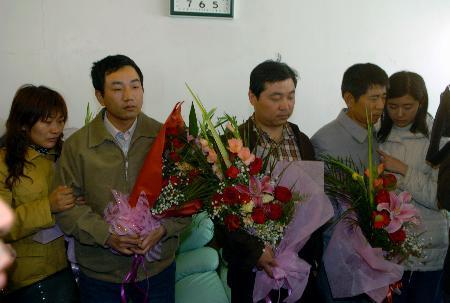 图文:在巴遇袭中国工作人员平安回国