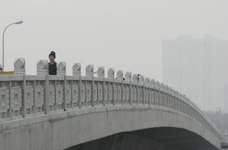 图文:上海苏州河上跨径最大的桥梁合龙