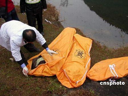 四川客车在贵阳坠河23人死亡27人受伤(组图)