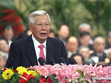 图文:全国政协副主席罗豪才作政协提案工作报告