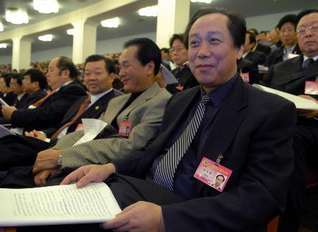 图文:全国政协委员列席大会