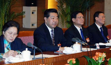 图文:贾庆林参加北京代表团审议