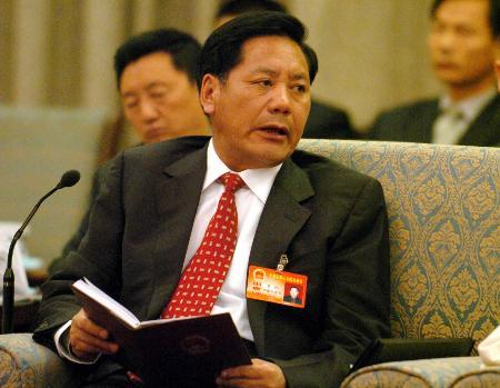 图文:西藏那曲地委书记多托在审议报告