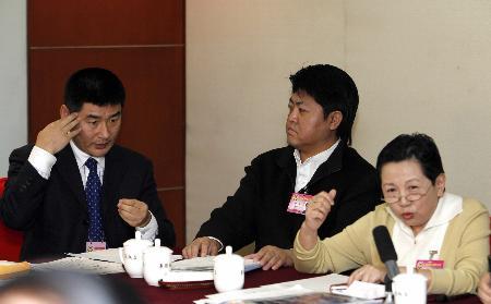 图文:用手语参政议政的聋人委员