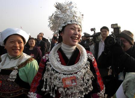 图文:活跃在两会的少数民族女代表