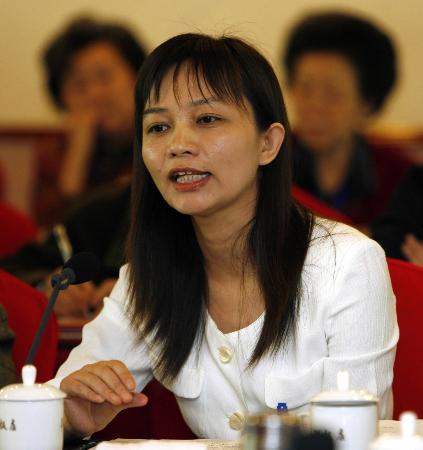 图文:妇联窦晓玉委员应认为加强文化遗产保护