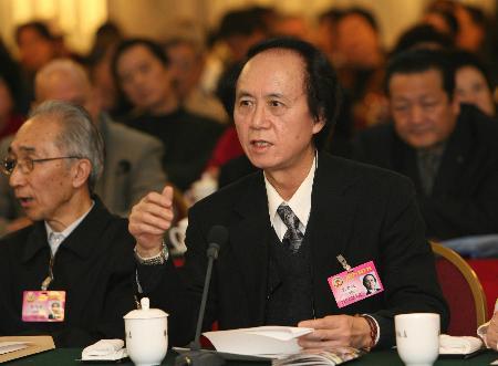 图文:政协委员建议规范汉语言文字使用