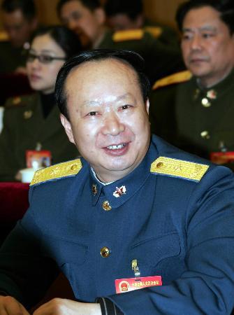 图文:广州军区刘展志代表谈部队政治建设成就