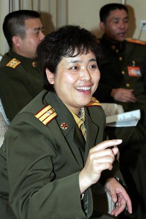 图文:内蒙古军区通信总站副政委邓伟代表发言