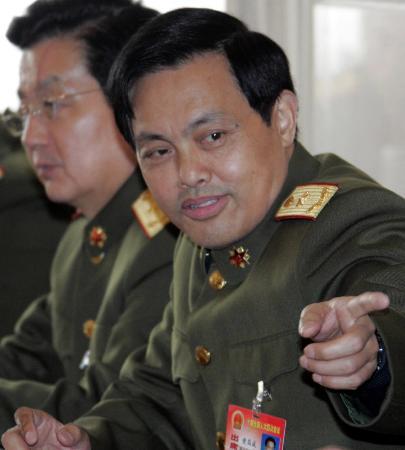 图文:内蒙古军区司令员谈军队变化新趋势