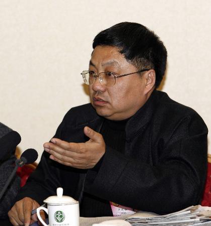 图文:王新陆谈通过政策调整做好农村人才回流