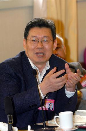 图文:徐善衍委员谈加强政府职能服务社会大众