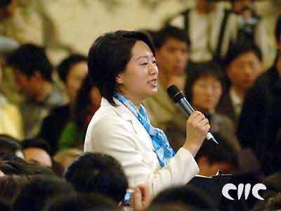 图文:中央人民广播电台记者向温家宝总理提问