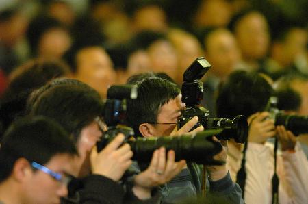 图文:记者采访招待会