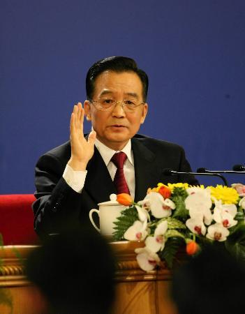 图文:温家宝总理接受记者提问