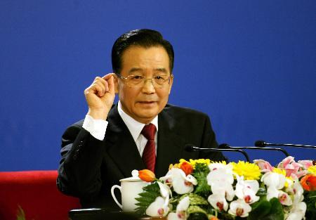 图文:温家宝总理回答记者提问