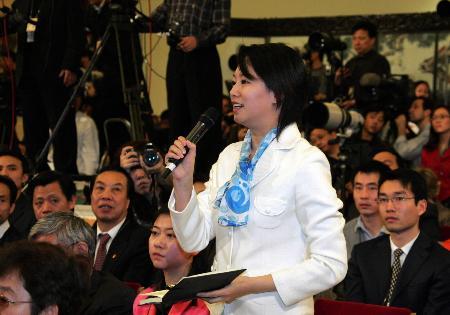 图文:记者向温家宝总理提问