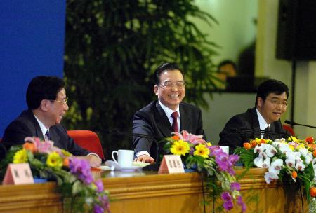 图文:温家宝总理出席记者招待会并回答提问