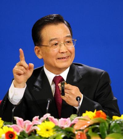 图文:温家宝总理提出给记者最后两个提问机会