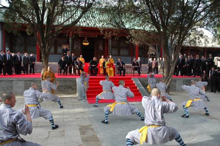 图文:普京观看少林拳表演图片