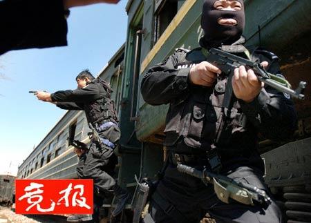 北京成立铁路特警队预防暴力劫持火车(组图)