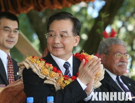 图文:温家宝出席斐济总理举行的传统欢迎仪式