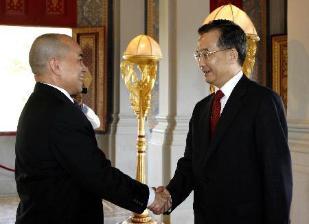 图文:温家宝会见柬埔寨国王