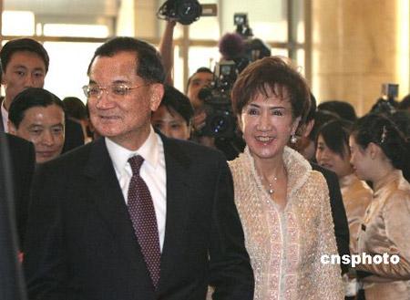 图文:连战与夫人抵达北京饭店