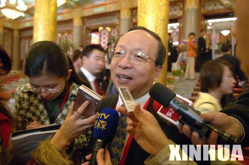 图文:蒋孝严接受记者采访